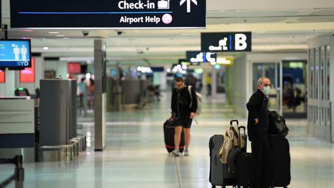 3月20日,旅客在悉尼机场出发区