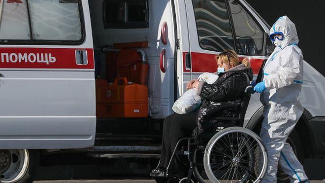 В инфекционную больницу в Коммунарке поступают все новые пациенты