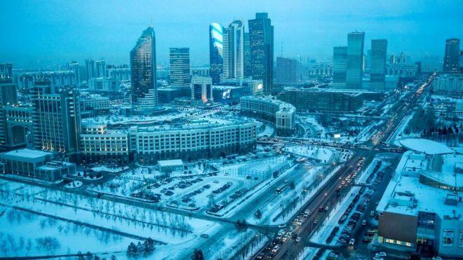 В крупных городах Казахстана русский язык широко распространен (на снимке - столица Астана)