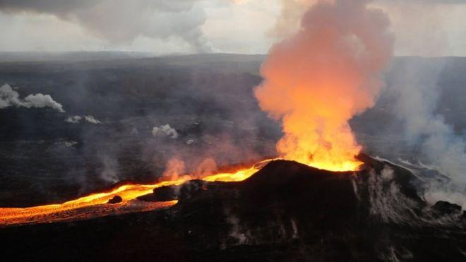 Imagem feita em 14 de julho de 2018 mostra a erupção do vulcão Kilauea, no Havaí