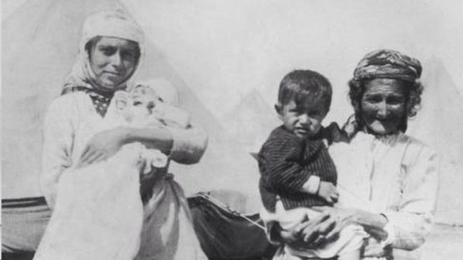 لاجئون أرمن في عام 1915