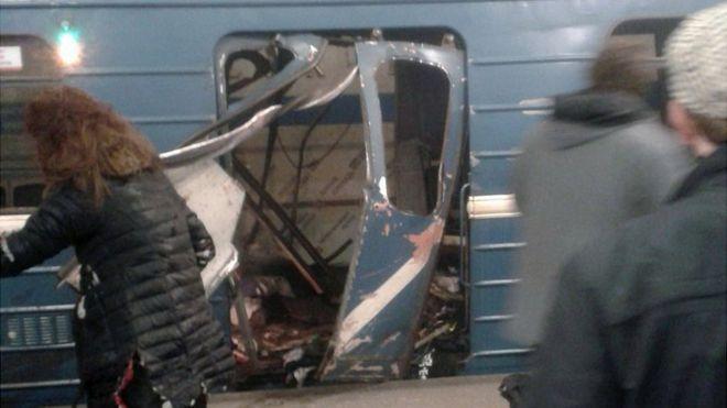 Wrecked metro train in St Petersburg, 3 Apr 17