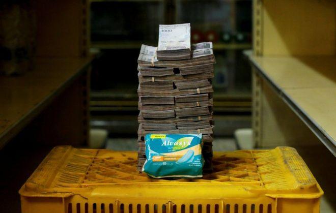 ভেনেজুয়েলায় এখন এক প্যাকেট স্যানিটারি ন্যাপকিনের দাম ৩৫ লাখ বলিভার
