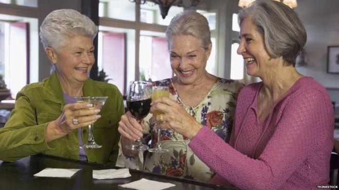 Bilderesultat for old people drinking