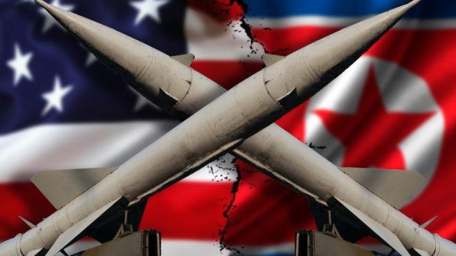Misiles y banderas de EE.UU. y Corea del Norte