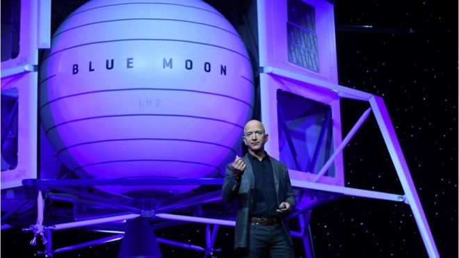 Jeff Bezos presents Blue Moon conceptual lunar lander