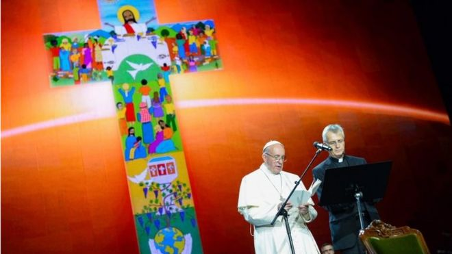 Pope Francis (L) speaks during an ecumenical event at the Malmo Arena on October 31, 2016 in Malmo, Sweden