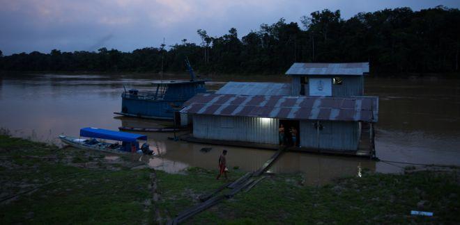 Base flutuante de fiscalização da Funai na confluência dos rios Ituí-Itacoaí, no Amazonas