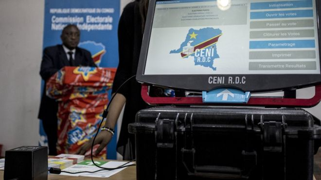Une machine à voter en RDC