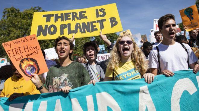 Jovens em Washington protestam por ações contra mudanças climáticas