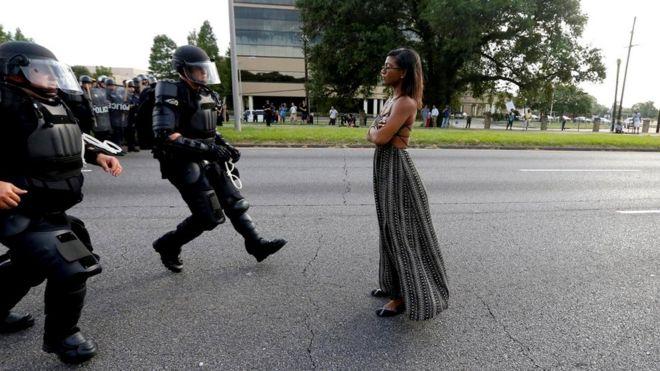 Почему некоторые из нас способны сопротивляться приказам, в то время как большинство - нет?