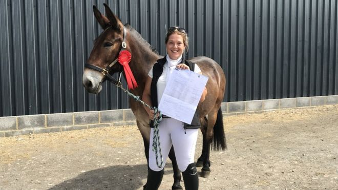 Christie Mclean and Wallace with his rosette