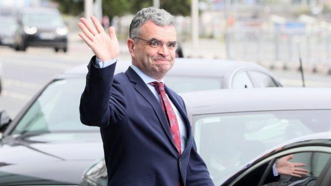 Coronavirus: Irish agriculture minister resigns after event attendance _114047914_tv062466233