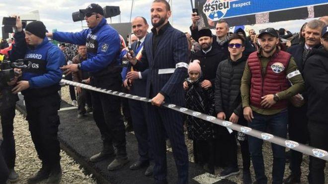 تشييد أصغر طريق سريع في العالم للاحتجاج على نقص الطرق السريعة في رومانيا
