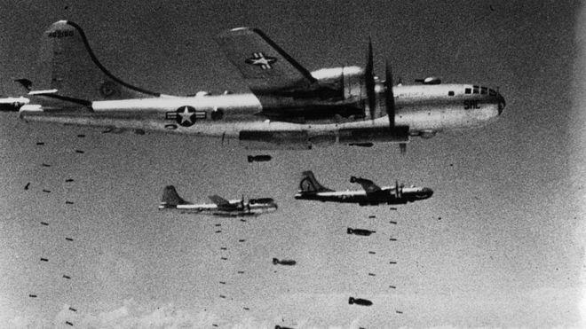 Aviões lançam bombas sobre a Coreia do Norte