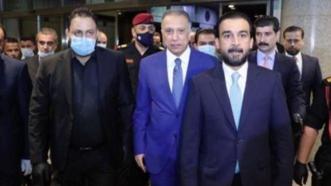 مصطفى الكاظمي (وسط)