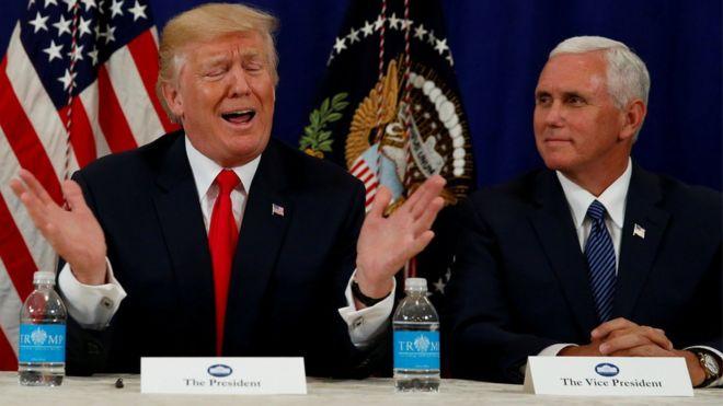 Tổng thống Donald Trump với Phó Tổng thống Mike Pence tại Bedminster, New Jersey, hôm 10/8/2017