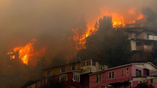 Houses burn in Valparaíso, Chile. Photo: 24 December 2019