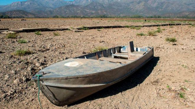Barco na seca lagoa de Aculeo