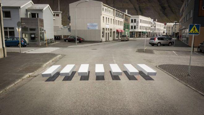 ISLANDIA: El paso de cebra que engaña al cerebro para que los conductores frenen