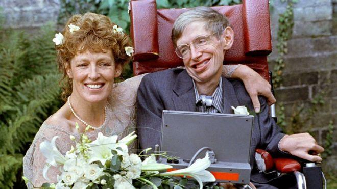 Stephen Hawking y Elaine Mason.