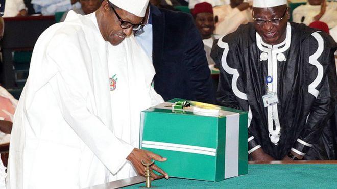 Buhari presents 2016 budget