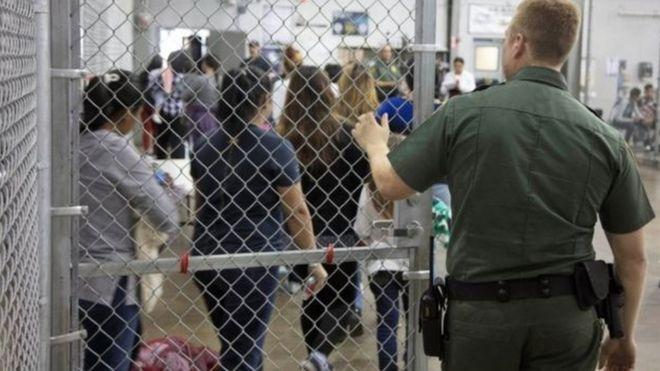 Guarda fecha grade em centro para imigrantes nos EUA