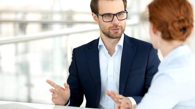 Если вы часто влезаете в разговоры коллег со своими советами, не факт, что вы помогаете решать основную проблему. Да и совет ваш, скорее всего, не настолько хорош, как вам кажется...