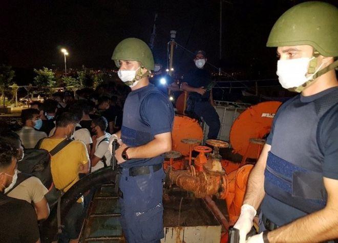 پناهجویان ایرانی و افغان در میان صدها مهاجری که در یک کشتی باری در ترکیه بازداشت شدند