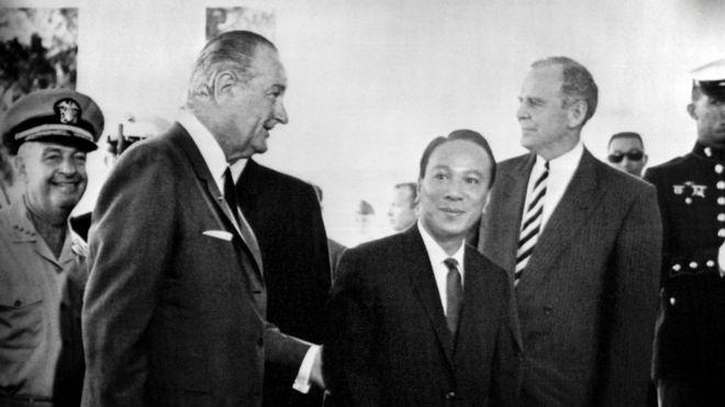 Tổng thống Mỹ Lyndon Johnson và Tổng thống Việt Nam Cộng Hòa Nguyễn Văn Thiệu dự hội nghị Mỹ - Nam Việt Nam tại Honolulu ngày 20/7/1968