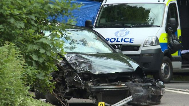 Man killed in A76 car and lorry crash - BBC News