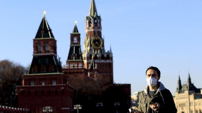 Число заболевших коронавирусом в России превысило тысячу человек, еще одна больная умерла