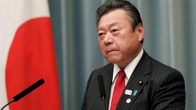یو جاپاني وزیر د درې دقیقو ځنډ له امله بخښنه غوښتې