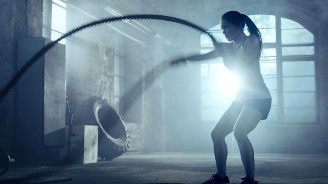 Производители протеиновых добавок советуют выпивать после тренировки протеиновый коктейль, чтобы мышечные ткани восстанавливались и росли