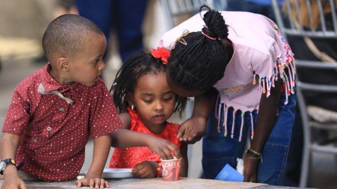 أطفال سودانيون وصوماليون