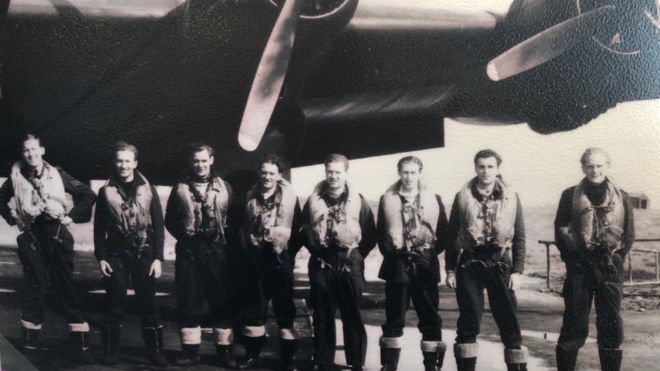 The RAF weathermen who helped save D-Day - BBC News