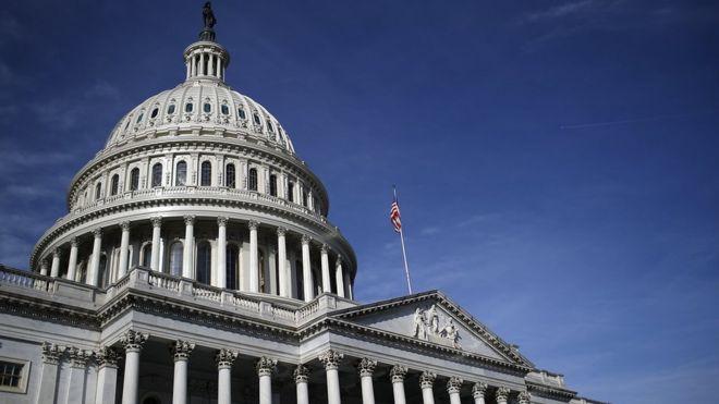 Đây là lần đầu tiên trong lịch sử Hoa Kỳ chính phủ phải đóng cửa trong khi Đảng Cộng Hòa kiểm soát cả hai viện của Quốc hội và Nhà Trắng.