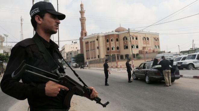 عناصر من حركة حماس في المنطقة الحدودية مع مصر