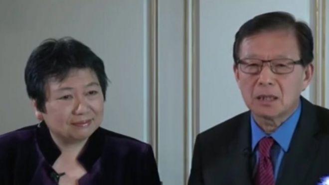美国之音节目主持人龚小夏(左)和东方(右)