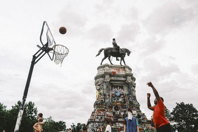 The statue of Robert E Lee in Richmond, Virginia