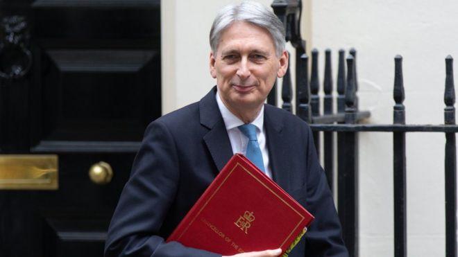 بريكست: وزير المالية البريطاني يقول إن الخروج في الموعد المحدد بات مستحيلا