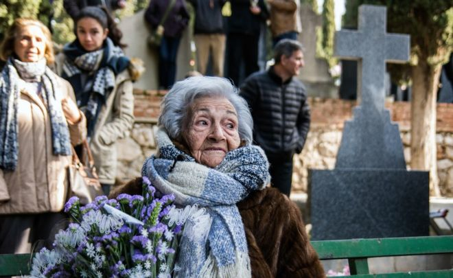 Ascensión Mendieta, daughter of Timoteo Mendieta, on the day of her father's exhumation in 2016