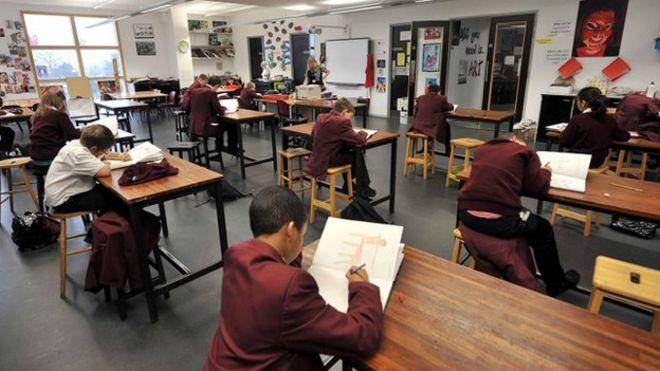Teachers work 'longer classroom hours' - BBC News