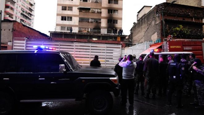 Un edificio con restos de un incendio