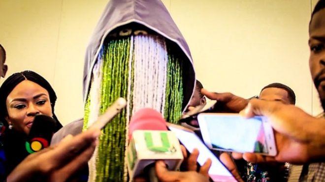 Mwandishi wa habari wa Ghana Anas Aremayew Anas akihojiwa na wanahabari kuhusu makala yake ya upelelezi yaliochukua miaka miwili