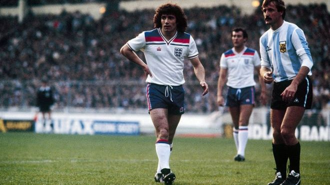 Kevin Keegan playing against Argentina in May 1980