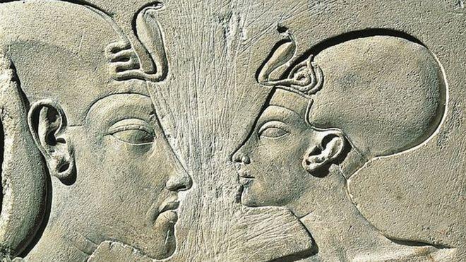 Aquenáton e sua mulher, Nefertiti