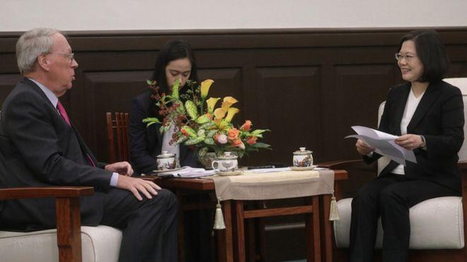 """2017年12月,台湾总统蔡英文接见""""美国外交政策全国委员会""""访问团"""