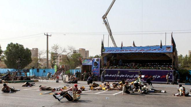 İran'da askeri geçit törenine saldırı: En az 25 ölü