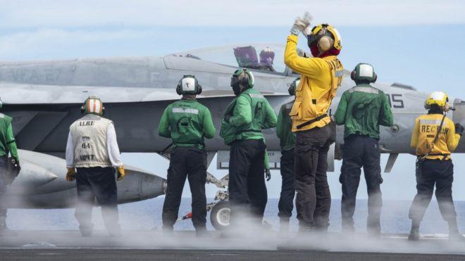 Chiến đấu cơ trên tàu sân bay USS Nimitz đang hoạt động ở Biển Philippines